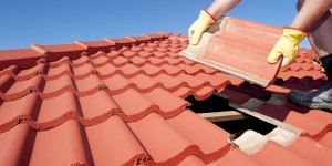 Replacing a roof tile