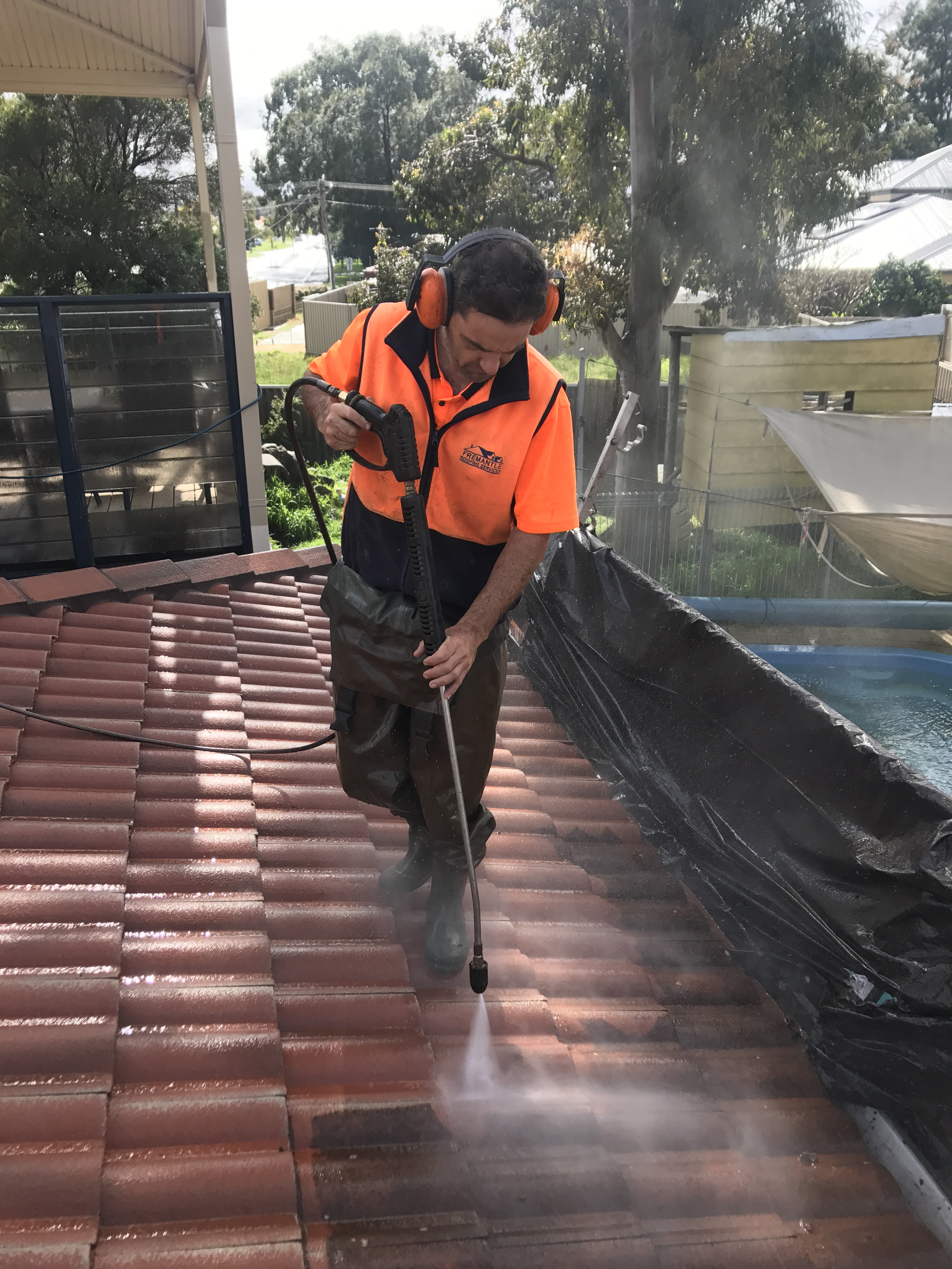 pressure cleaning a roof